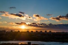 Vlucht bij zonsondergang Stock Afbeelding