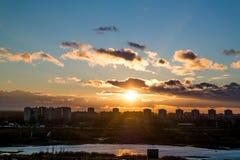 Vlucht bij zonsondergang Royalty-vrije Stock Foto's