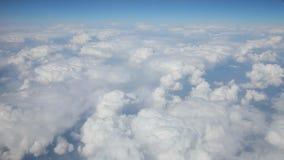Vlucht boven wolken stock videobeelden