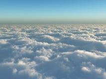 Vlucht boven wolken Stock Foto's