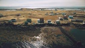 Vlucht langs de kust van het eiland Vigur stock videobeelden