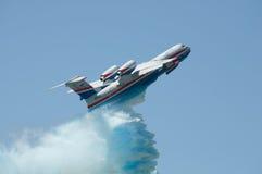Vlucht met gesimuleerde brandblus Stock Foto's