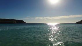Vlucht op mooi eiland 5 stock footage