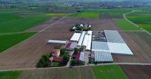 Vlucht over de landbouwstreek in Europa, Duitsland Landelijk dorp in Europa Europese landbouw stock videobeelden