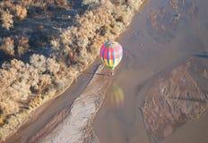 Vlucht over de rivier Stock Afbeelding