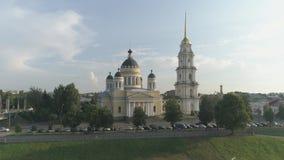 Vlucht over de stad van Rybinsk, Yaroslavl-gebied Gezichten van Rybinsk stock videobeelden