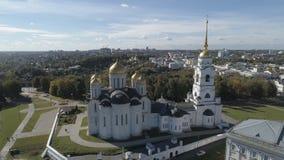 Vlucht over de Veronderstellingskathedraal in de stad van Vladimir