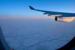Vlucht over het Noordpoolgebied Stock Foto's