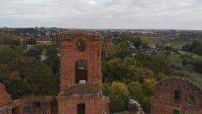 Vlucht over het Oude Kasteel door de Rivier stock videobeelden