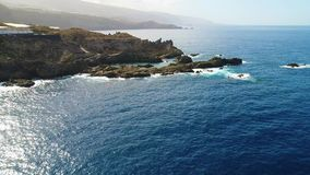 Vlucht over kust in Tenerife stock videobeelden
