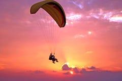 Vlucht van paroplane Stock Foto's