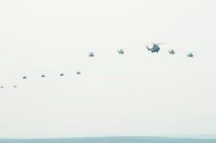 Vlucht van vliegtuigen in de hemel Stock Afbeelding