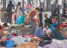 Vluchtelingen bij Keleti-station in Boedapest royalty-vrije stock afbeeldingen