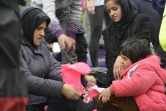 Vluchtelingen die in Lesvos aankomen stock foto