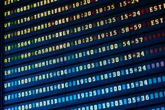 Vluchtvertrek en Aankomst van de Raad van de Vliegtuigeninformatie in Luchthaven stock afbeelding