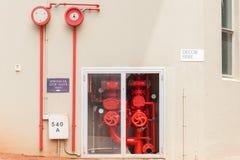 Válvulas de parada do sistema de extinção de incêndios do fogo da construção Imagens de Stock
