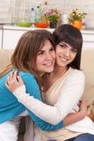 vänlig kram Fotografering för Bildbyråer