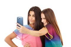 Vänner som tar foto av dem Arkivbild