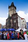 vänta för maratonprague start Royaltyfri Foto