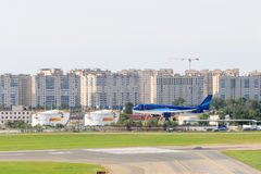 VNUKOVO, ΠΕΡΙΟΧΗ της ΜΟΣΧΑΣ, της ΡΩΣΙΑΣ - 12 Αυγούστου 2017: Αεροπλάνα στο διεθνή αερολιμένα Vnukovo Αερογραμμές Azerbaidjan Στοκ Φωτογραφία