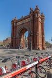 Voûte célèbre à Barcelone en Espagne Bicyclettes à louer 15 02 L'Espagne 2018 photo libre de droits