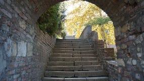 Voûte dans un château médiéval Mur en pierre Photographie stock libre de droits