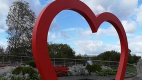Voûte de mariage sous forme de coeur rouge Fond de mariage Décoration de mariage Tir de chariot clips vidéos