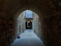 Voûte en pierre avec de vieux murs de briques en Médina de Jérusalem, quart arabe, vieille ville, Israël Photos stock