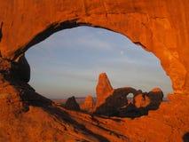 Voûtes au lever de soleil Image stock