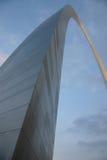 Voûtes de Gateway de St Louis ci-dessus Images stock