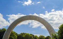 Voûte commémorative de l'amitié des peuples kiev l'ukraine Photographie stock libre de droits