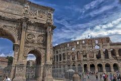 Voûte de Constantine et de Roman Colosseum Photos stock