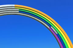 Voûte de l'amitié des peuples, peinte en couleurs de l'arc-en-ciel, en vue du concours Eurovision-2017 de chanson Photographie stock