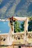 Voûte de mariage sur la plage Voûte en bois pour la cérémonie de mariage Photographie stock