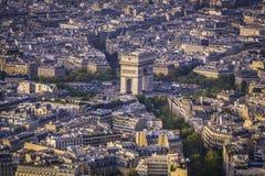 Voûte de vue aérienne de coucher du soleil de Triumph à Paris photographie stock libre de droits