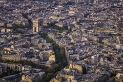 Voûte de vue aérienne de coucher du soleil de Triumph à Paris images stock