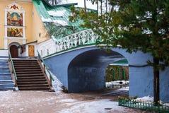 Voûte et pont dans le monastère orthodoxe Image libre de droits