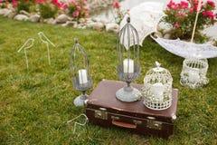 Voûte l'épousant décorée mignonne créative et tout l'extérieur des vacances Images stock