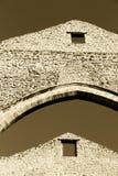 Voûtes aiguës, murs en pierre, tonalité de sépia Photographie stock