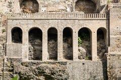 Voûtes dans le mur de Pompeii photos stock