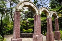 Voûtes dans un beau jardin chez Monte au-dessus de Funchal Madère Images stock