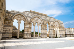 Voûtes en partie reconstruites de la grande basilique Pliska au Images libres de droits