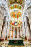Voûtes et colonnes à l'intérieur de la cathédrale du saint mars Photos stock