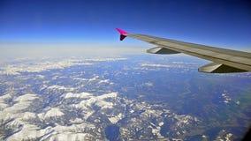Voando acima dos cumes, montanha de Itália, França video estoque