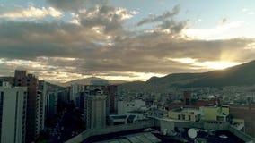 Voando sobre a cidade de Quito, Equador filme