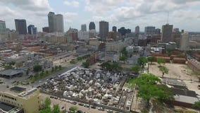 Voando sobre Nova Orleães, Louisiana cityscape Saint Louis Cemetery Objeto Sightseeing video estoque