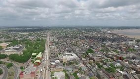 Voando sobre Nova Orleães, Louisiana cityscape Saint Louis Cemetery Objeto Sightseeing vídeos de arquivo