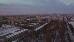 Voando sobre St Petersburg na manhã maçante do inverno, Rússia video estoque
