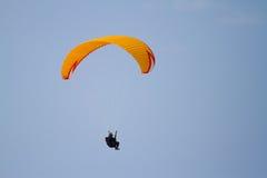Voando um Parasail Imagens de Stock Royalty Free