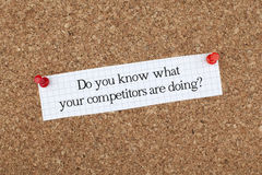 Você conhece o que seus concorrentes estão fazendo? /Frase do negócio fotos de stock royalty free